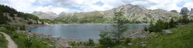 Montée : Lac d'Allos depuis Allos, Commentaire : Vue à partir de la rive Sud-Ouest du lac