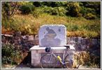 Montée : Col de Braus depuis Sospel, Commentaire : monument en hommage a Rene Vietto au sommet du Col de Brauss.
