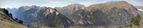 Montée : Col de Sarenne depuis Allemont, Commentaire : Vue panoramique sur la vallée de la Romanche, et la vallée du col d'Ornon