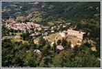 Auteur : Gilles V, Commentaire : COLMARS, ville fortifiee , vue des premiers lacets du Col des Champs.