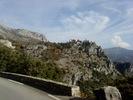 Montée : Col de l'ecre depuis Chateauneuf de Grasse, Commentaire : Gourdon, village médiéval en nid d'aigle