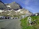 Montée : Port de Boucharo depuis Luz Saint Sauveur, Commentaire : 22 juin 2012 : le Col des Tentes (2208 m) n'est signalé par aucun  panneau : juste un parking déjà rempli de voitures à 9 H 30 du matin. Mon vélo se sent bien seul !