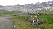 Author : Maurice R, Comment : 2 juillet 2012 : arrivée sur le parking; pas de panneau annonçant le sommet.