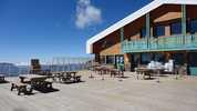 Auteur : Loic L, Commentaire : La terrasse du restau du glacier... à 3200 m d'altitude.  Depuis le lac du Chambon, le dénivelé est de 2200M...