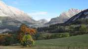 Auteur : Loic L, Commentaire : La route du col du Noyer passe dans la 'petite entaille' que Dame Nature a bien voulu faire...