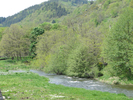 Montée : Nozières (Le Tracol) depuis Lamastre, Commentaire : Le Doux, au niveau du Pont de Tain. Le début de la grimpette. On aperçoit la route du col en haut de la photo.