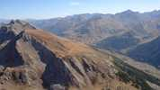 Auteur : Loic L, Reactie : vue aérienne du col de Larche (la route épouse la vallée sur la droite)... la photo est prise depuis la tête de Viraysse (2770m)
