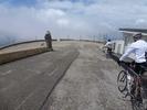 Montée : Mont Ventoux depuis Malaucene, Commentaire : obligés de redescendre à pied les premiers mètres vers Bédouin ... quel vent !