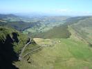 Montée : Pas de Peyrol depuis Cheylade, Commentaire : Au 1er plan, le buron d'Eylac puis le village du Claux(la Vallée de Cheylade)...au fond le Puy de Sancy !