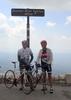 Montée : Mont Ventoux depuis Bedoin, Commentaire : montée du 7 juillet 2013 ,forte chaleur départ 10h00 (trop tard pour monter sur un bon rytme ) de la peine à relancer tout au long de l'ascention ,il a fallu que je m'arréte plusieurs fois pour  boire .pas trés satisfait à refaire dans de meilleures conditions photo avec jc mon fils qui se prépare pour l'embrunman (lui était en grande forme )