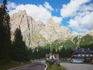 Montée : Passo Sella depuis Canazei, Commentaire : Un replat après l'embranchement du Passo Pordoi.