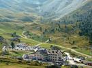 Auteur : Henri S, Commentaire : Le 'Rifugio Passo Sella' près du col, en contre-bas de la route.