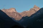 Auteur : Loic L, Reactie : petit bivouac et petit-déjeuner en vallée du Rhône juste en face Mex.  Là, je me dis que la journée commence très très bien :-)   ( observez la 4eme photo... c'est le même massif quelques heures plus tard... Magique non ?!)
