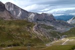 Auteur : Loic L, Commentaire : la route à droite qui mène au barrage ( vue après 15 minutes de marche depuis l'abri au sommet.