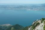 Auteur : Loic L, Commentaire : panorama sur le lac Léman (D 1700m). Avec un peu de chance, on peut voir des bouquetins se promener dans les rochers...