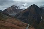 Author : Loic L, Comment : 2 kms avant le sommet, une route interdite à la circulation automobile permet de rejoindre le barrage...juste pour le plaisir.
