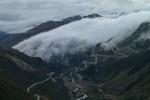 Auteur : Loic L, Commentaire : Gletsch dans le cul de vallée et sur la droite, les lacets du Grimselpass...