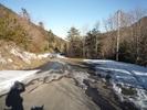 Montée : Les Artigues d'en Malo depuis Salvezines, Commentaire : Approche du col du Frayche (1030m) la neige se fait présente sur la route. (petite gamelle au passage)