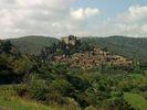 Montée : Col de Fontcouverte depuis Thuir, Commentaire : Le village de Castelnou, après avoir passé Als Colls