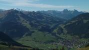 Auteur : Loic L, Commentaire : A droite, c'est Zweisimmen. Et on file vers Gstaad si l'on suit la vallée au fond...