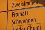 Auteur : Loic L, Commentaire : Ce panneau jaune est installé sur la route reliant Zweismmen et Lenk ( à Blankenburg)... Ils servent en général à la randonnée pédestre mais égalementt aux voitures.