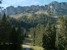 Author : Loic L, Comment : en face, le Niederhorn. On peut y grimper à vélo, mais il faudra marcher une p'tite demi-heure pour s'asseoir au bord de cette montagne...