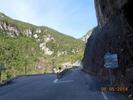 Montée : Col Saint-Martin depuis D2205, Commentaire : La  route qui grimpe à droite, c'est le départ du col, .