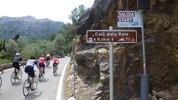 Montée : Coll dels Reis depuis Sa Calobra, Commentaire : Le top départ du petit village de sa Calobra ... notez les texte en allemand.