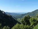 Montée : Col de Mercujo depuis Bastelicaccia, Commentaire : Panorama au sommet du Col de Mercujo. La route suivie depuis Bastelicaccia est à droite de la photo