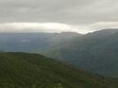Montée : Col de Bigorno depuis Volpajola, Commentaire : Vue d'une partie de la montée, on peut voir la montée en corniche(la route a droite) et la fin de l?ascension. A gauche le village de Lento