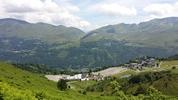 Montée : Col d'Azet depuis Genos, Commentaire : Du sommet, vue sur Val-Louron la station, sur Loudenvielle (le lac est caché par la montagne), et sur le Col de Peyresourde.