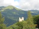 Montée : Col du Tourmalet depuis Luz Saint Sauveur, Commentaire : Château dominant Luz-Saint Sauveur et le Gave de Pau