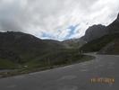 Montée : Col du Tourmalet depuis Luz Saint Sauveur, Commentaire : Il ne pleut toujours pas ouf.... Dans le fond on aperçoit le télécabine du col. A gauche en contre bas: Super Barèges.