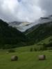 Montée : Col de l'Izoard depuis Gorges du guil (D902 / D947), Commentaire : Prairies à la sortie d'Arvieux