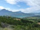 Montée : Saint-Apollinaire depuis Chorges, Commentaire : Le lac de Serre-Ponçon dans la montée vers St-Apollinaire