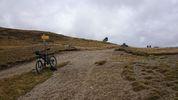 Montée : Serra de Mauri depuis Formiguères, Commentaire : Au sommet, pas (encore?) de Panneau pour indiquer l'altitude ou le nom...juste des indications pour les randonneurs.