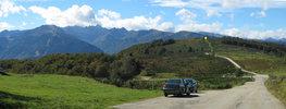 Montée : Col du Chioula depuis Ax les Thermes, Commentaire : Sommet du col. Pour un panorama encore plus vaste, on peut pousser à VTT ou à pied jusqu'au Signal de Chioula (point jaune, 80 m de dénivelé)