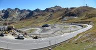 Auteur : Pierre V, Commentaire : A 200 m du sommet: une piste de karting et une 5° station service en construction. C'est Andorre!