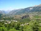 Montée : Station de Risoul 1850 depuis Guillestre, Commentaire : Au début de la montée, vous aurez une vue imprenable sur la forteresse Vauban de Mont Dauphin.