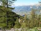 Montée : Station de Risoul 1850 depuis Guillestre, Commentaire : La montée se fait en grande partie dans les arbres, mais quelques trous permettent d'admirer le paysage.